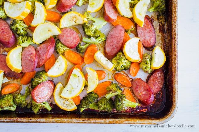 This dinner of Roasted Vegetables and Sausage comes together in under 30 minutes from start to finish! From My Name is Snickerdoodle via thirtyhandmadedays.com