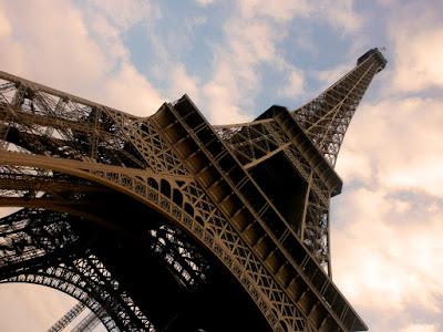 Paryż Bilety Online przez Internet Omiń Kolejki jak ominąć kolejki w Paryżu Francja bilety do atrakcji turystycznych i zabytków zwiedzanie Paryża