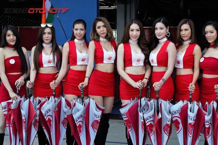 Bikin Lemes, Deretan Umbrella Girl Cantik dan Seksi Pemanis Balap Asia Thailand