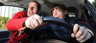 """Δεκάδες παράξενα """"σκηνικά"""" που σας κάνουν χειρότερους οδηγούς!"""