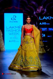 Bollywood Actress Malaika Arora Khan Walks on Ramp at LFW Summer 2017  0004.jpg