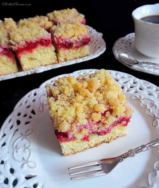 Ciasto Drożdżowe z Malinami i Kruszonką  - Przepis - Słodka Strona