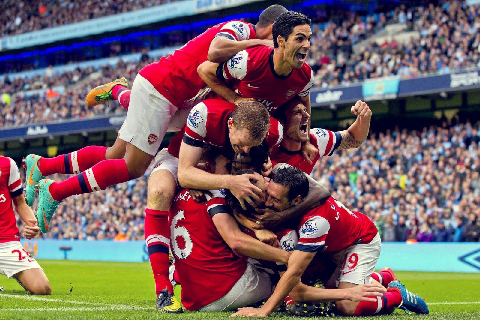 Arsenal Gallery: Arsenal FC Funny Pictures And Photos