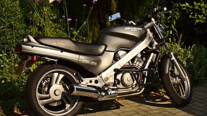Wallpaper: Honda NTV650 Motorcycle
