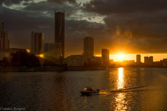 Городской пруд Екатеринбург закат фото