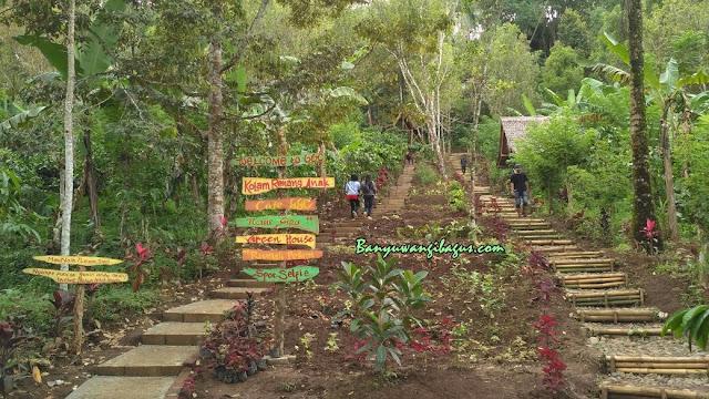 Anak tangga menuju bukit Green Gumuk Candi.