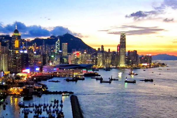 view romantic dinner at hongkong