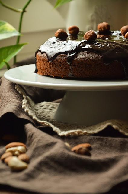 Ciasto czekoladowe z orzechami i migdałami