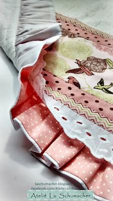Pano de copa com babado e barrado em patchwork-detalhe do avesso