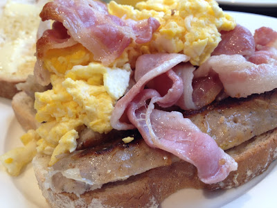 """Brunch with scrambled eggs """"The Westbourne"""" - Hyde Park - London"""