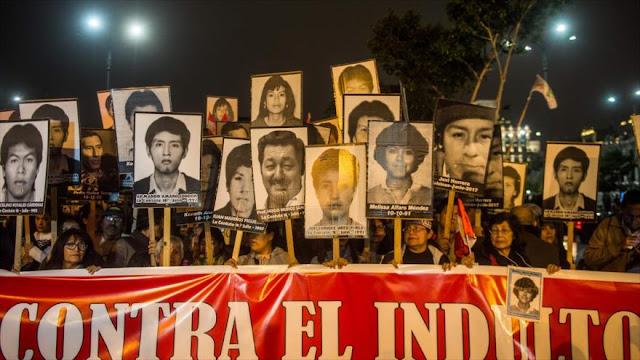 Peruanos protestan contra el expresidente Alberto Fujimori