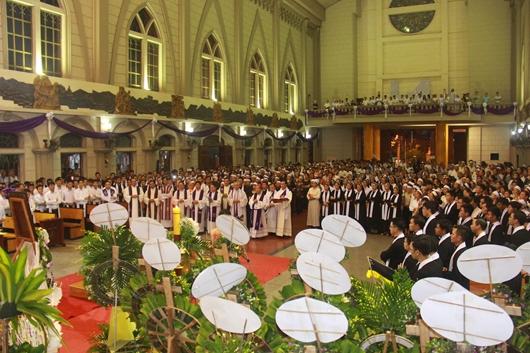 Ngày thứ Ba: Kính viếng và cầu nguyện cho Đức cha Phanxicô Xaviê Nguyễn Văn Sang - Ảnh minh hoạ 31