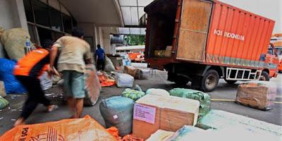 PT Pos Indonesia raksasa tidur yang siap membangun bisnis online di Indonesia.