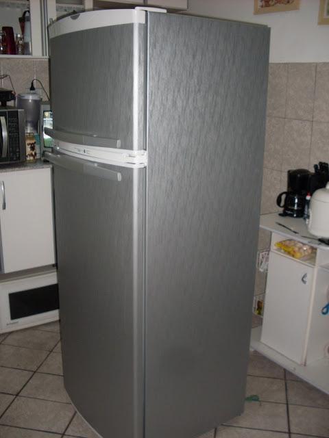 decoração de geladeira com papel contact