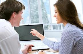 5 علامات تدل على ان زميلك العمل يحبك,رجل امرأة مكتب عمل بيزنس كمبيوتر شركة,man woman work