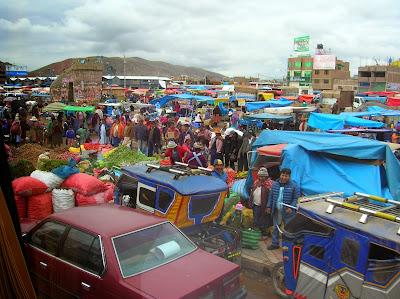 Mercadillo de Juliaca, Perú, La vuelta al mundo de Asun y Ricardo, round the world, mundoporlibre.com