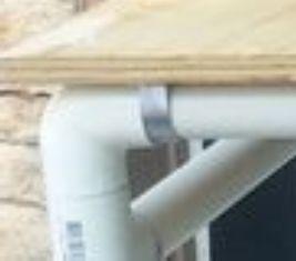 papan diikat dengan plat lengkung dan disekrup