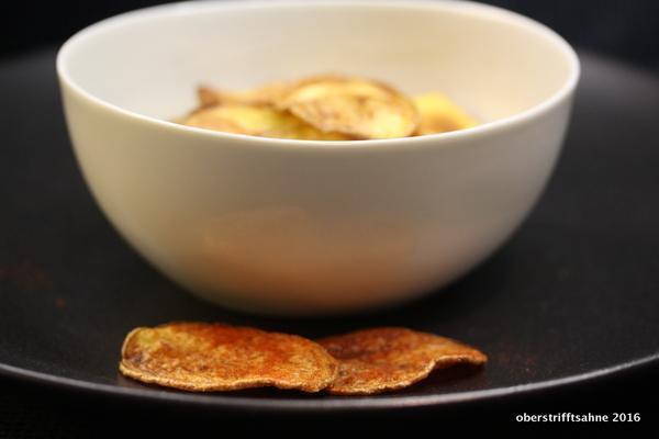 selbst gemachte Kartoffelchips aus dem Ofen