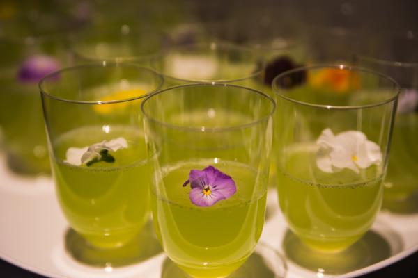 vihreä booli syötävät kukat ruuanlaitossa alkoholiton juoma