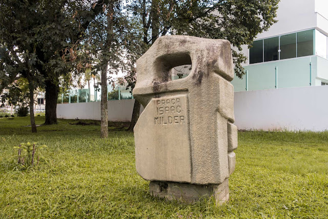 Praça Isaac Milder em Curitiba