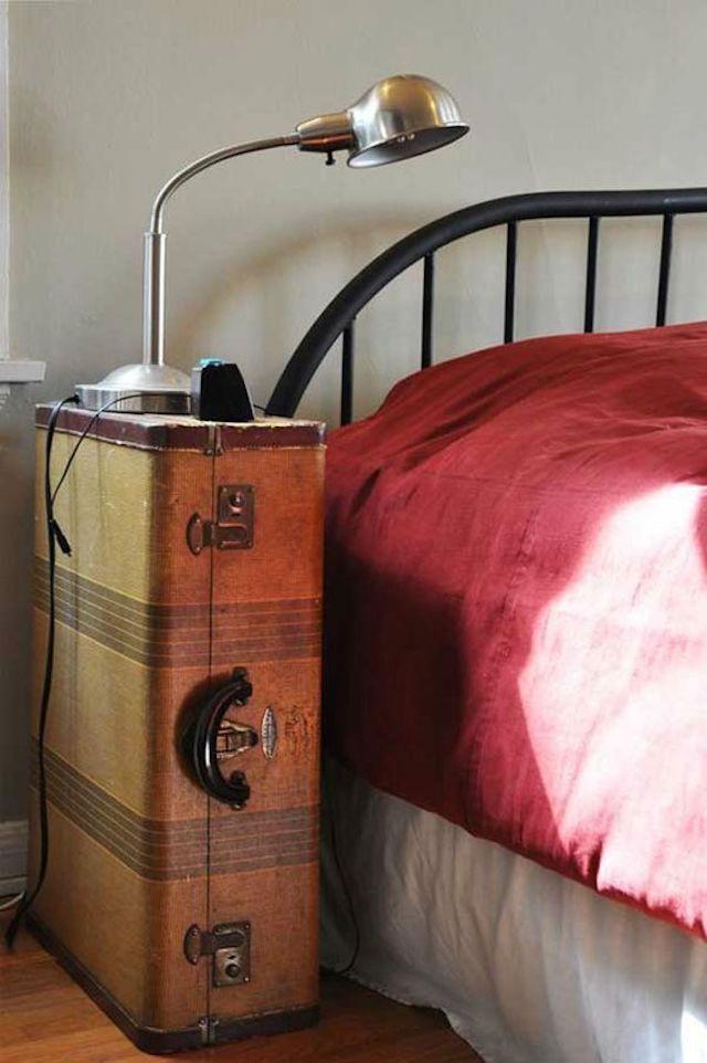 Una mesita hecha a partir de una vieja maleta