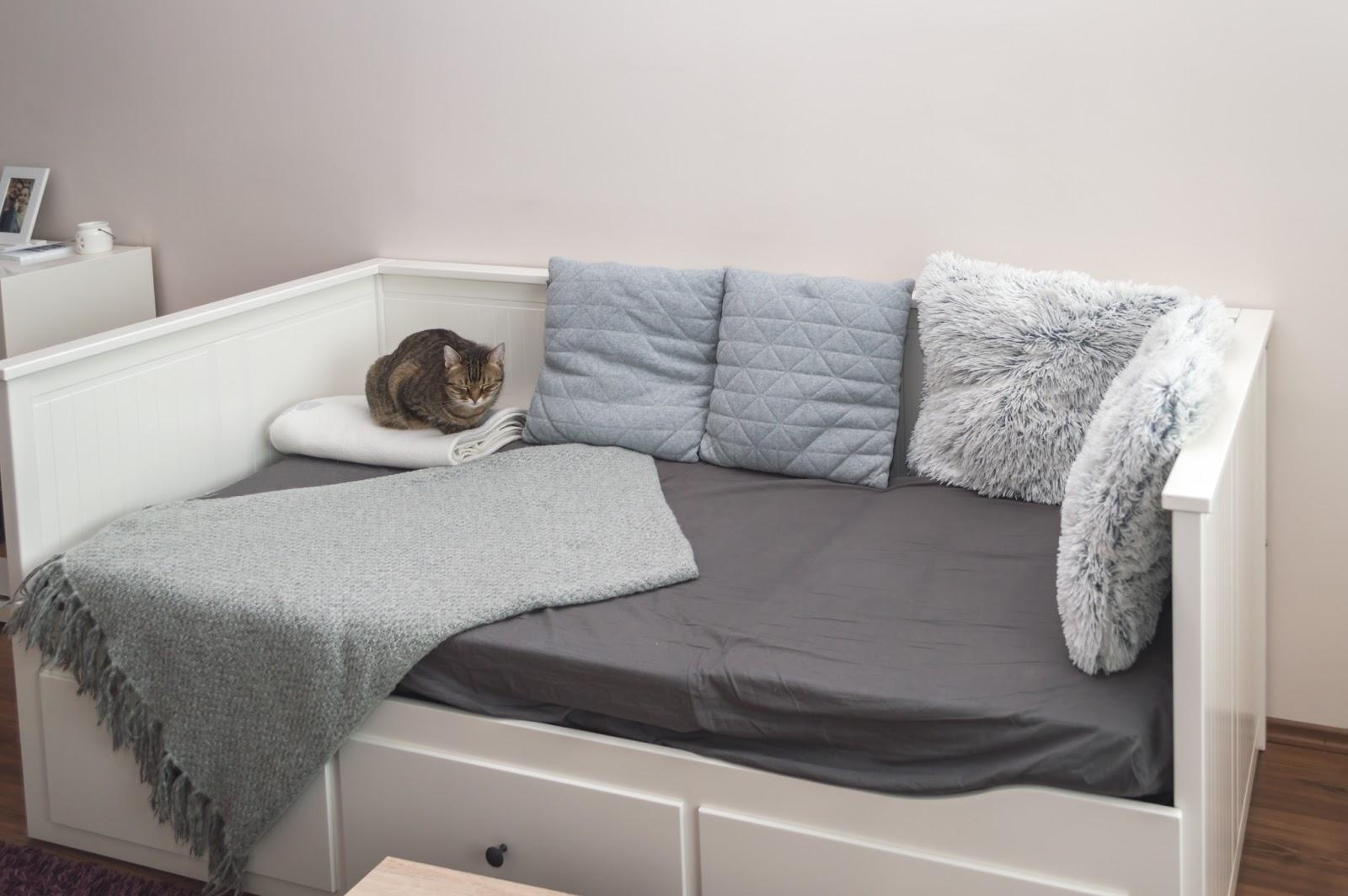 ... csak két matrac a földön. De ez már nekem is túl minimalista volt és  főleg nagyon hideg 495e48109d