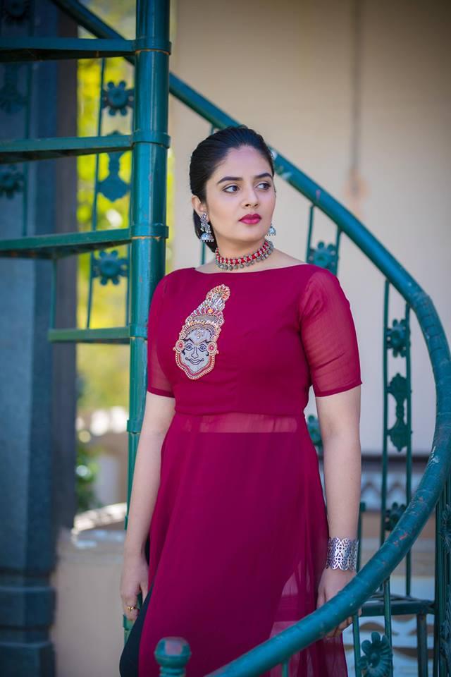 TV Actress SreeMukhi Hot Looking Photo Shoot In Red Dress 2018