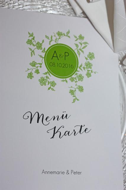 Menükarten die Kartenmacherei, Grün-Weiß, Frühlingsdekoration Herbsthochzeit mit bunten Wiesenblumen im Hochzeitshotel Garmisch-Partenkirchen Riessersee Hotel Bayern, heiraten in den Bergen
