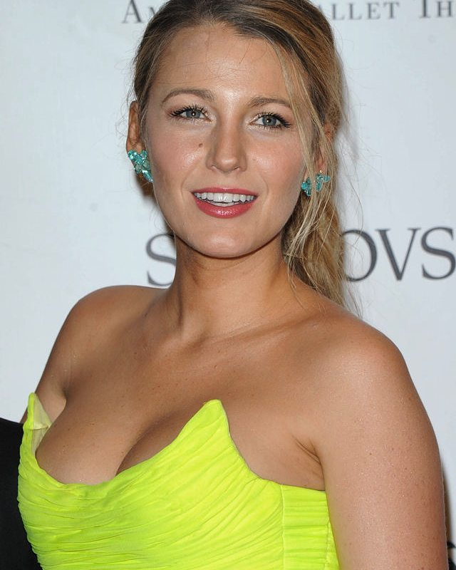 Blake Lively is Too Hot in this Yellow Outfit