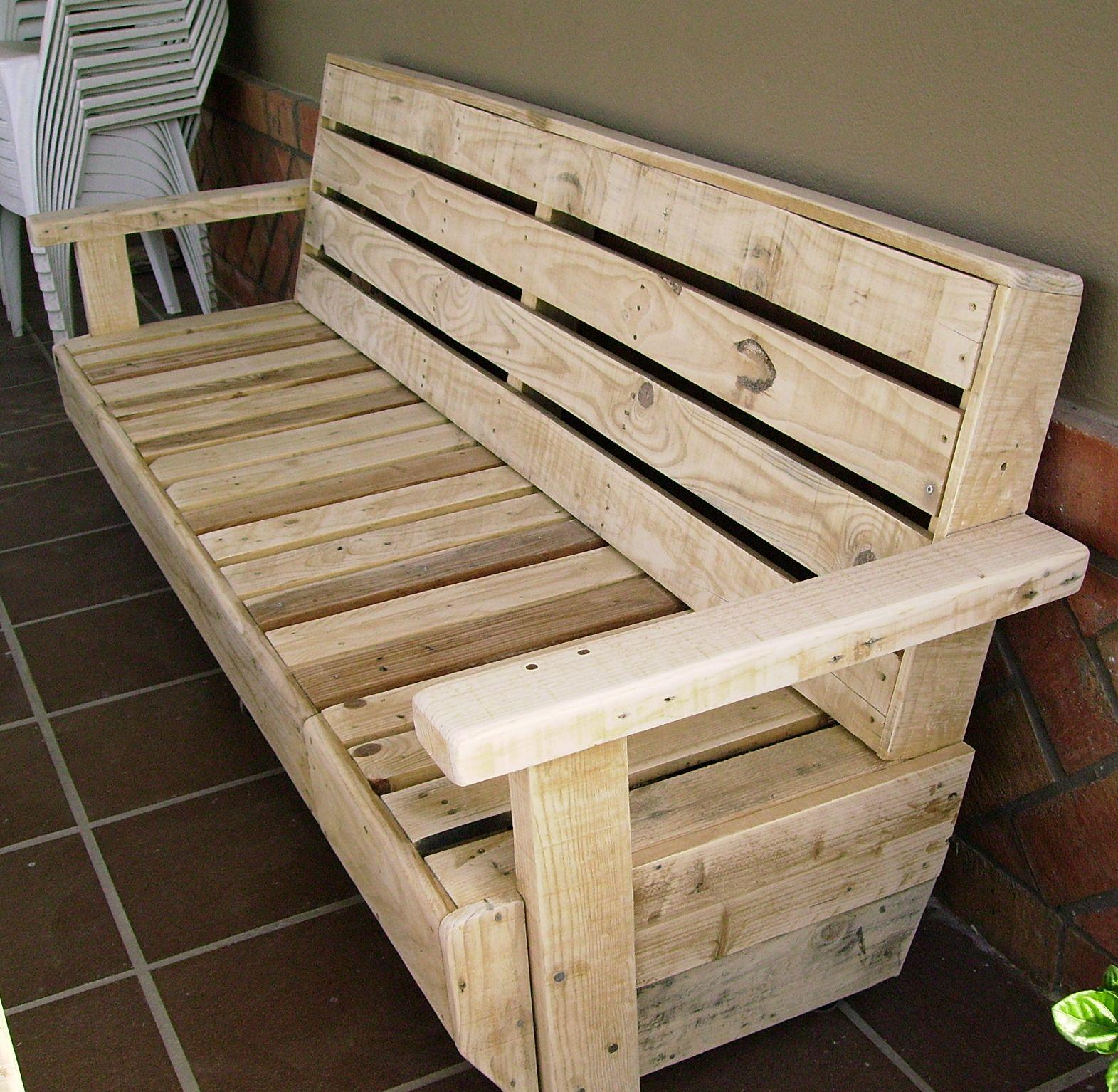 Artesanias labea muebles de exterior 100 reciclados for Bancos de jardin hechos con palets