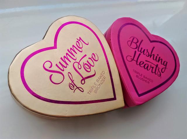 Róż do policzków Blushing Hearts i Heart bronzer  Summer of Love - Makeup Revolution