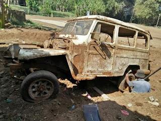 Penggalian Mobil Tua Yang Terkubur