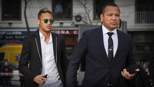 Neymar assinou contrato de 5 anos com o Paris Saint-Germain depois que o Barcelona confirmou o pagamento da multa rescisória de 222 milhões de euros.