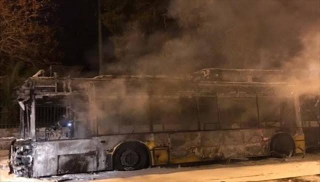 Nέα επίθεση αναρχικών σε τρόλεϊ στην Πατησίων: Έβγαλαν τους επιβάτες και το κατέστρεψαν!