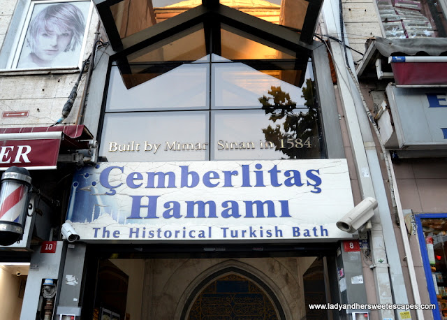 the historical Cemberlitas Hamami