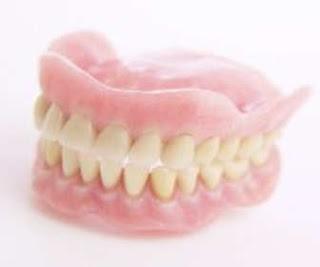 serta membatasi diri dan bahkan jarang tersenyum disebabkan mengalami problem  4 Macam Tipe Pemasangan Gigi Palsu Yang Bagus