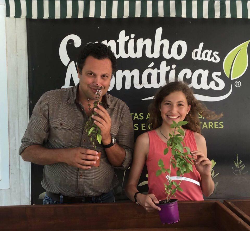 http://www.cantinhodasaromaticas.pt/loja/plantas-em-vaso-bio/manjericao-canela-ocimum-basilicum-cinnamon/