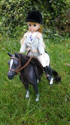 cheval poupee lottie