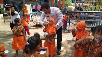 Guru TK Putra Kartini Desa Girigondo Ajarkan Anak Didik Cara Hidup Sehat