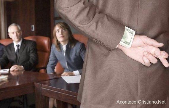 Haciendo señal al mentir en el trabajo