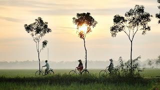 Bersepeda santai di pagi hari