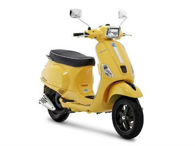 Vespa SXL 125 scooter yellow image