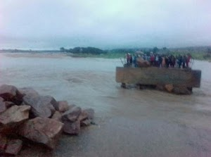 WHAT!!  Bridge Linking Three States Gets Completely Cut Off (photos)