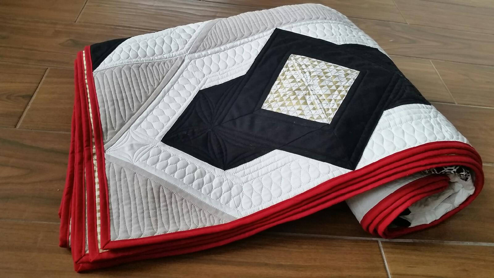 Mitzi Pieced This Amazing Quilt As A Wedding Gift For Her Cousin She Used Free Locket Pattern Featured On Fat Quarter