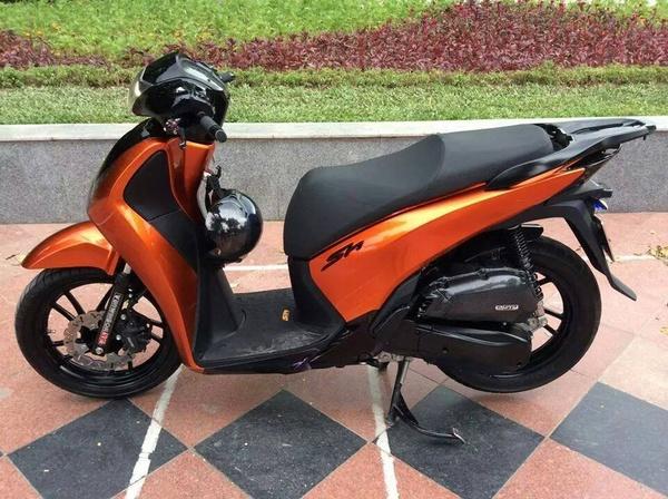 Sơn xe Honda Sh màu cam đen bóng bẩy, cực đẹp