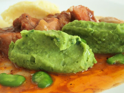 Broad bean puree with chicken goulash