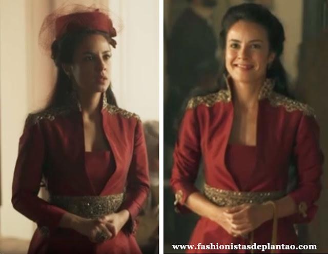 Rosa Joaquina (Andrea Horta), figurino, vestido vermelho, Liberdade Liberdade