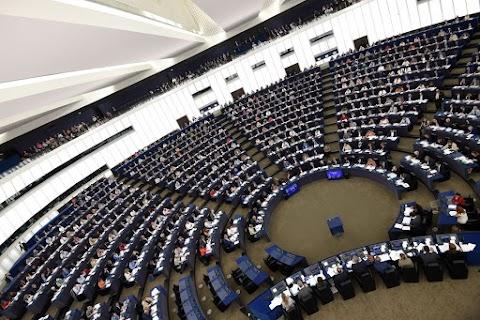 Az EU hatékonyabb védelmet biztosít az uniós jog megsértését bejelentőknek