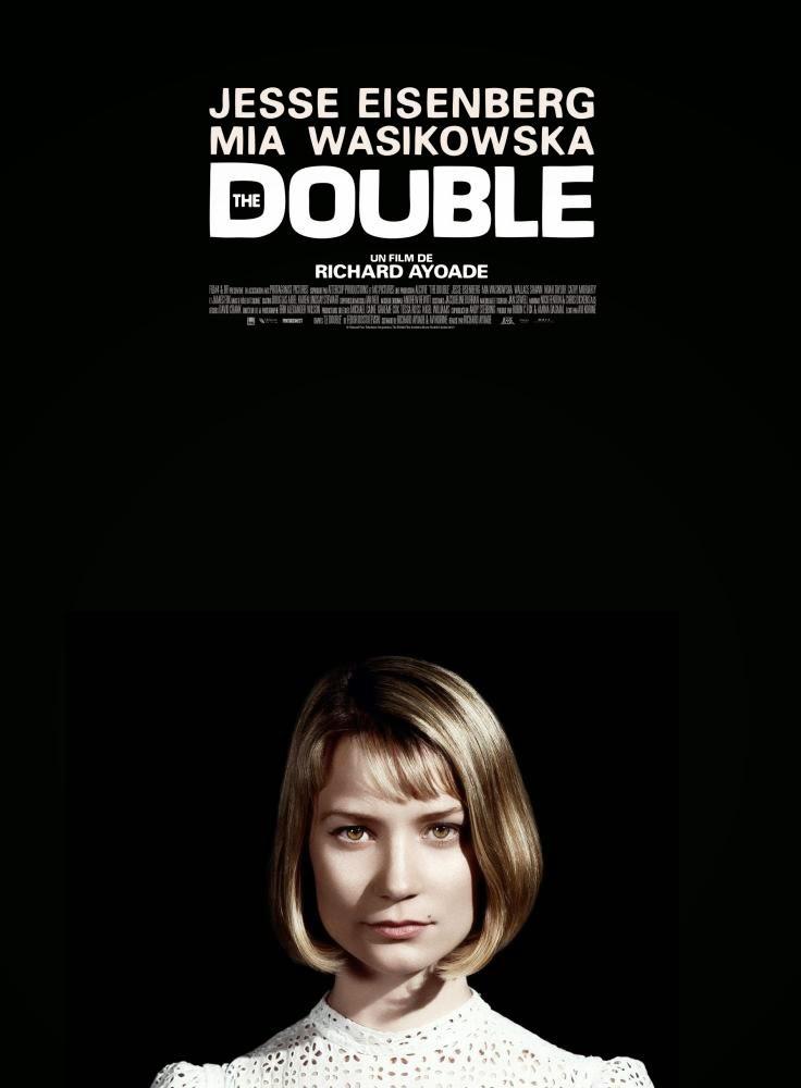 Mia Wasikowska a des airs d'héroïne hitchcockienne sur l'affiche du film