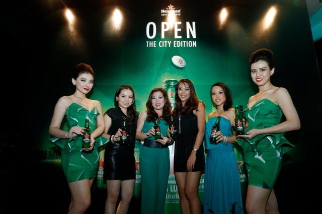 The Heineken brand team presenting the limited edition Heineken Cities of the World bottles.
